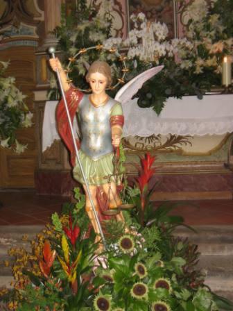 Imagem de S. Miguel no Mosteiro das Almas.<br>Foto de Carlos Lemos