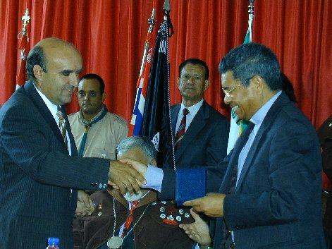 Entrega da medalha da Vila de Aguada de Cima a D. Ximenes Belo. 03/09/2006